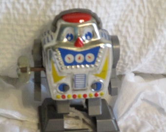 Vintage 1960's Tin Wind Up Mechanical Robot