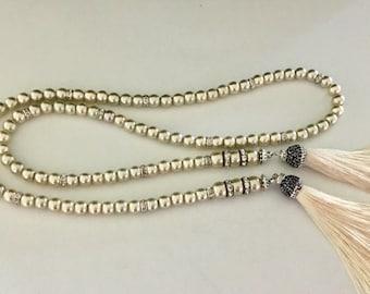 Lariat with creamy beige pearls and silk creamy tassels.