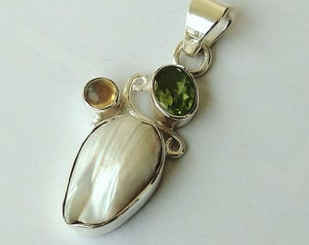 92.5 Sterling silver hand made Pendant with natural stone, finished Mother of parl, peridot ,and  labradorite Stone.