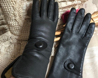 Vintage black leather gauntlet look flare wrist gloves, sz M black leather over wrist warm fashion gloves, lined black leather sz 7 gloves