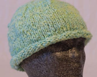 Knitted cap made of hand-woven wool yellow-green