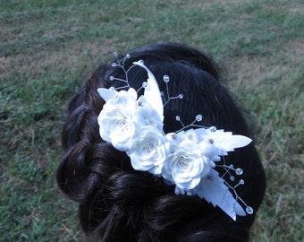 White hair bridal Wedding crystal comb Wedding floral comb Rose wedding comb Wedding white comb Crystal bride comb Floral bridal rustic