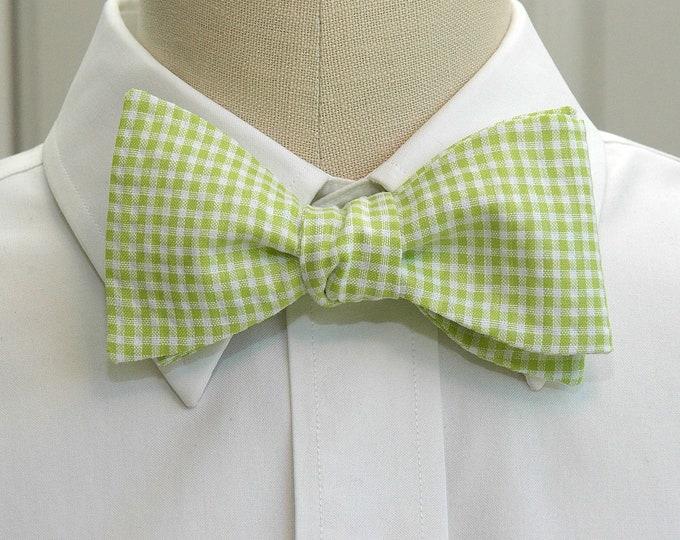 Men's Bow Tie in apple green gingham, wedding party wear, groomsmen gift, stylish groom bow tie, lime green bow tie, spring green bow tie,
