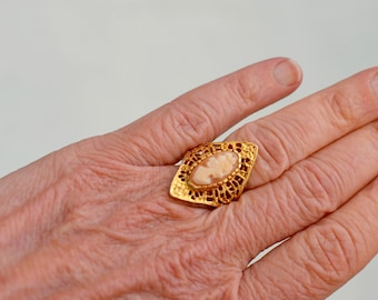 Gold Toned Cameo Ring 18 K HGE Size 6