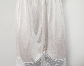 Vanity Fair  Vintage Nylon Half Slip  Size Medium  #225