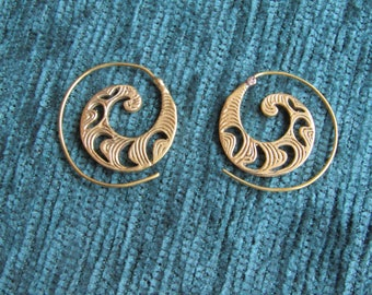 Earring Indian small spiral ridged gold