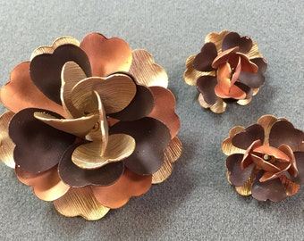 Sixties Mod Copper-colored Flower Brooch and Matching Clip Earrings.  Free shipping