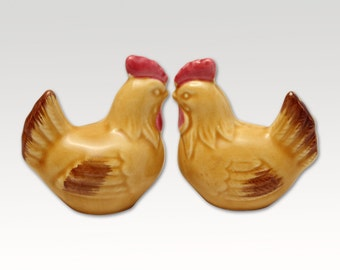 Vintage Ceramic Salt and Pepper Shakers- Pair of Hens - Mid Century