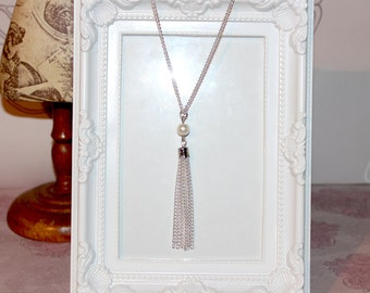 Vintage/flapper/Gatsby/1920's/Art Deco long silver plate necklace with pearl beads and tassel