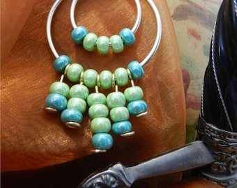 "Pendant ""Anamayan"" lime green and blue beads"