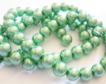 25 Green 12 mm Pearl glass beads