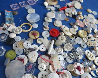 Job lot of vintage assorted buttons and sewing ephemera. Crafting supplies. 160g