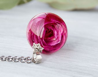 Real rose necklace Resin jewelry Terrarium jewelry Real flower pendant Botanical resin necklace Flower jewelry Sphere pendant Nature Jewelry