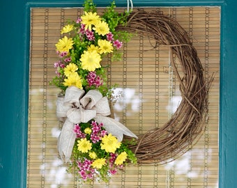 """18"""" Spring Wreath - Yellow Daisy's and Pink Waxflower"""