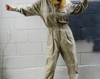 SAFARI chic khaki JUMPSUIT. onesie romper playsuit. UTILITARIAN pantsuit. 90s 80s.