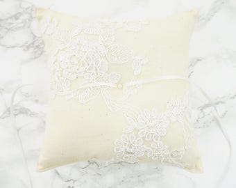 Wedding Ring Pillow / Ring Bearer Pillow / Wedding Ring Pillow with Alecon Lace / Rustic Ring Pillow / Ivory Linen Ring Bearer Pillow