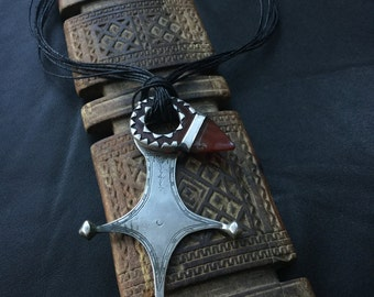 TUAREG CROSS,Agadez cross,talhakimt,ethnic jewelry,African jewelry,Tuareg amulet,Tuareg talisman,agate tanfouk