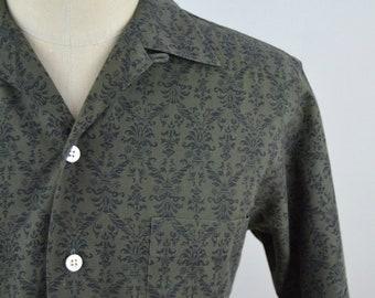 Vintage 1960s Greenish Grey Patterned Short Sleeve Loop Collar Shirt by Rutland's Size Small
