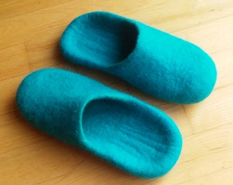 Handmade wool felted slippers - house shoe - turquoise - rubber soles