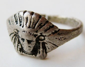 Vintage Ring Sterling Silver Indian Chief Headdress Ring size 7.5