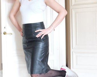 Vintage leather skirt, mini skirt, higt waist, made in Italy