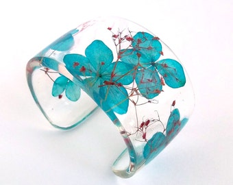 Eco Resin Cuff with Hydrangea and Baby's Breath.   Resin Cuff with Personalized Engraving. Chunky Wide Cuff Bracelet.   Blue Red Flower