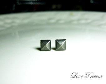 Grand Rock N Roll and Punk  Pyramid earrings stud style - Color Vintage Steel Grey