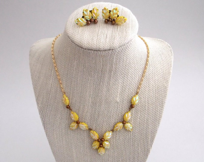Vintage 1960s Yellow Thermoset Leaf Necklace Set