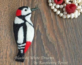 Needle felted Bird Brooch,Felt Magnet,Fridge Decoration,Wool, Present,Woodpecker, Handmade, Felted Brooch