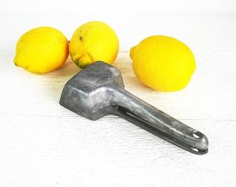 Vintage Irvin Ware Juicer Aluminum Citrus Lemon Lime Hand Press Squeezer