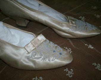 Breathtaking antique wedding shoes ivory silk with white beads 1903-1907