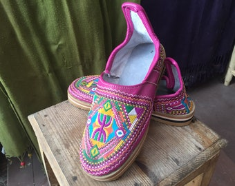 Ladies Pink Embroidery Shoes 071