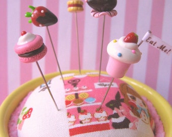 Cafe du Pinks and Needles Pin Topper Set