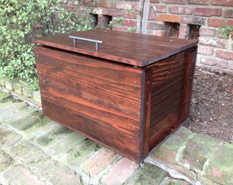 Redwood chest, rustic style, multi-use, blanket storage, toybox, hope chest, general storage, equipped with slow close hinge.