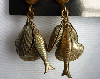 Vintage Screw Back Fish and Sea Shell Earrings white wash Gold tone