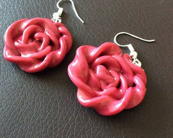 Earrings with a shape of flowers!