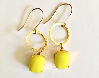 Vintage Chartreuse Glass Earrings, Gold Earrings, Chartreuse Earrings, Vintage Earrings