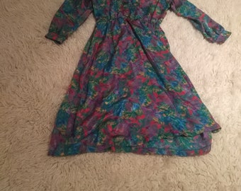 Bold, Beautiful silky vintage dress colourfull