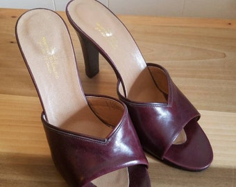 Vintage Martini Osvaldo For Joan and David Heels Mules Maroon Leather Size 8.5 Made in Italy 1970s