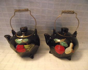 Teapot Salt Pepper Shakers, Novelty Salt Pepper, Black Teapot Salt Pepper, Mid Century Salt Pepper, Tea Kettle Salt Pepper, Kitchy Shakers