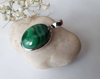Silver malachite pendant;oval,green, 92.5 sterling silver