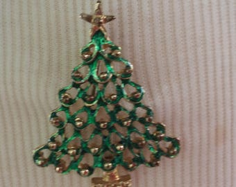 Vintage Christmas Tree Pin ~ Scalloped Branches ~Goldtone