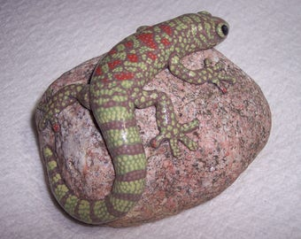Gecko, hand sculpted hand painted, rock sculpture, paperweight