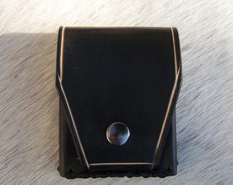 Black leather cigarette case, protects cigarettes sober, elegant, classic, sturdy and functional, vegetable tanned collar