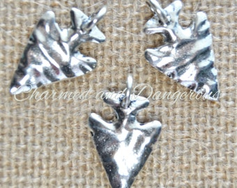 10 pewter Hammered Arrowhead charms (CM70)