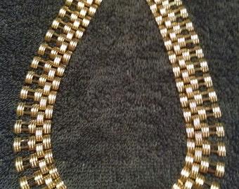 Elegant Vintage Gold Eye-Catcher Necklace * Adjustable Length* L@@K * FREE SHIPPING *