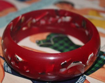 1940s 50s 60s Round Circle Bakelite Lucite Celluloid Plastic Black White Grey Gray Sea Shells Ruby Red Bangle Cuff Bracelet Jewelry
