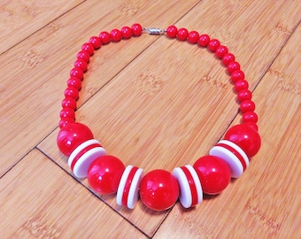 Vintage 1960s MOD Runway Small To Large Red & White Bead Ball Art Necklace