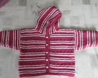 Paletot ou veste bébé 9 mois tricotée mains.