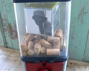 Vintage Bubble Gum Machine with Spinning Photo Cube 2